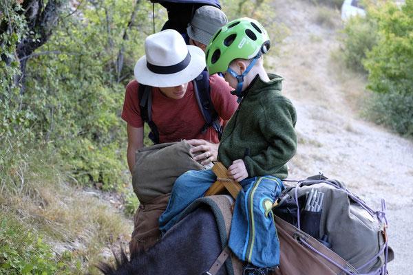 Mio ritt super gerne auf unserem Esel