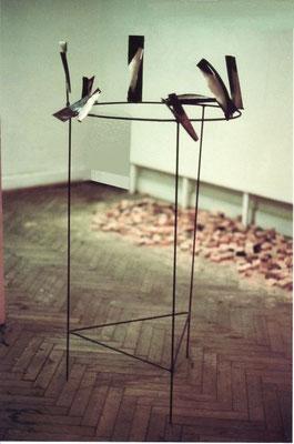 """""""Séparation"""", 1992, 120cm, abnehmbare Einzelobjekte aus Eisen und Paraffin"""