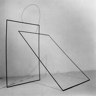 """""""Tension"""", 1996, 170 x 170 x 100cm, Eisen, Federstahl"""