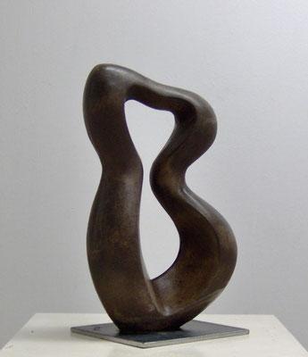 """Violinistin"", 2009, 36 x 21 x 12cm, Ciment fondu (Schwarzbeton)"