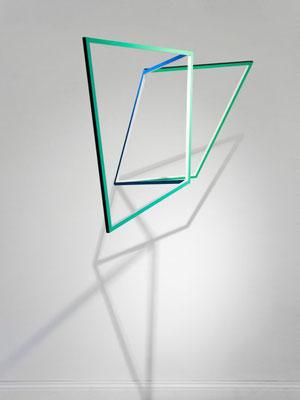 """geknickt"", 2014, 57 x 110 x 45cm, Holz, Acryllack"