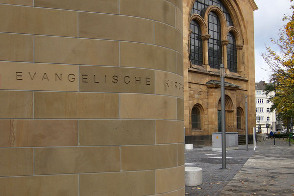 Fassaden aus Heilbronner Sandstein - Evangelische Kirchengemeinde Düsseldorf Mitte - Kreuzkirche Derendorf