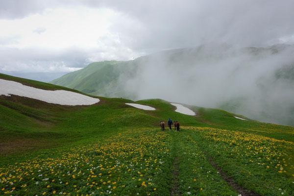 Auch im Juli liegt auf dem Zagari-Pass noch Schnee