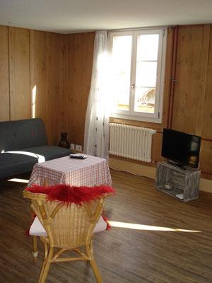 Wohnzimmer (TV und WLAN inklusive)