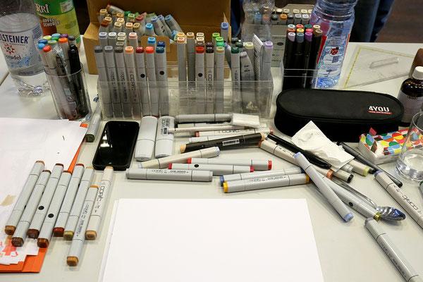 Arbeitsmaterial beim Live-Branding: Marker und Layoutpapier.