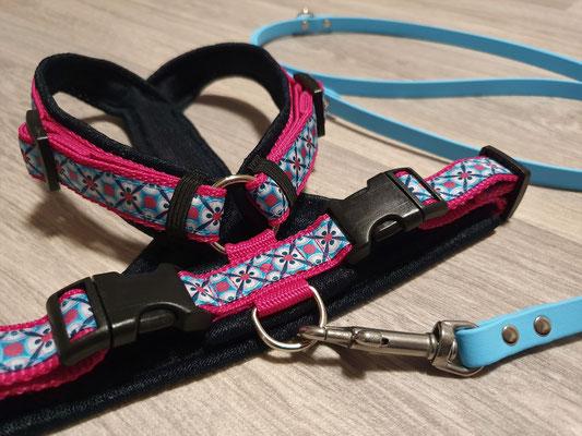 Perfect fit Geschirr am Hals verstellbar pink/nachtblau, mit aufgenähter Borte