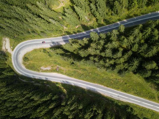 Kleines rotes Auto, Transsylvanien, Rumänien
