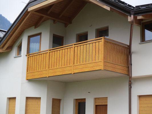 Balconi e parapetti in alluminio balconi alluminio tinta - Parapetto terrazzo ...