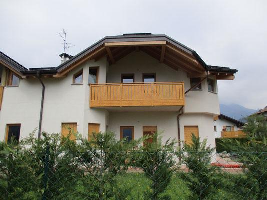 Balconi e Parapetti in alluminio - balconi alluminio tinta legno ...