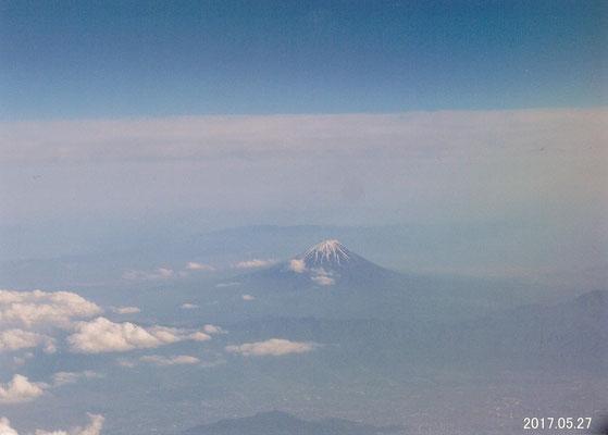 とらさん  飛行機からの富士山