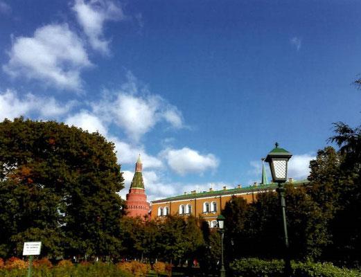 逸朗  モスクワの秋空