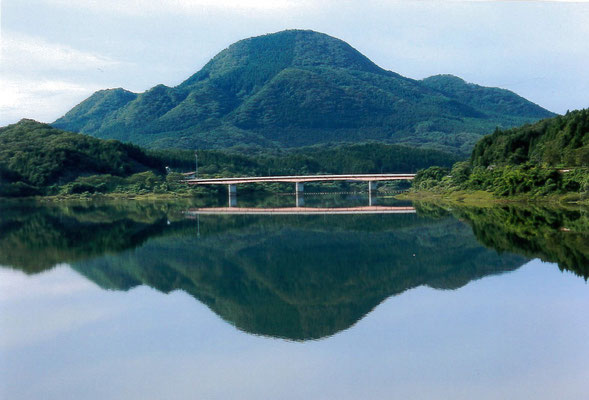 しおたろう 朝の南川ダム湖畔