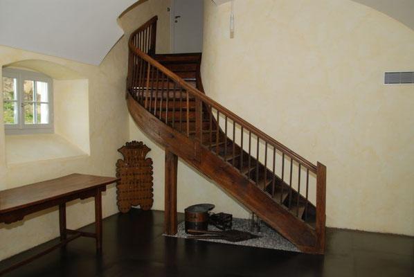 Innenenrenovation, Bodenbeschichtung, Malerarbeiten für Haus, Wohnung. BASEL, AARGAU, SOLOTHURN. SCHWEIZ