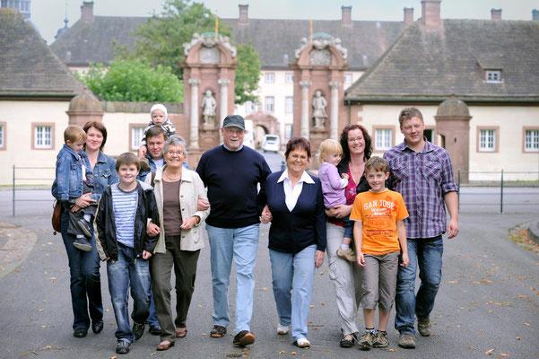 Gruppenfoto vor Kloster Dalheim / Kunde: Wohnungswirtschaft OWL #Gruppenfoto #Gruppenportrait #Bielefelder Fotograf