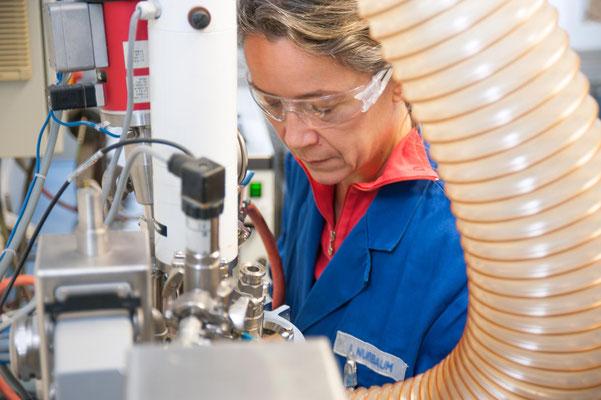 Firmendarstellung, Industriefotografie / Kunde: DA Bielefeld GmbH / #Produktionsfoto # Menschen in der Arbeitswelt