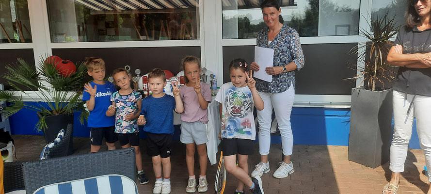 Unser jüngster Nachwuchs mit Annett Deiseroth, Sportwartin und Organisatorin des Camps und des Turniers
