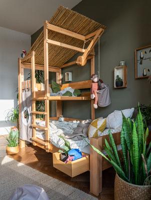 Baumhausbett mit Spielebene