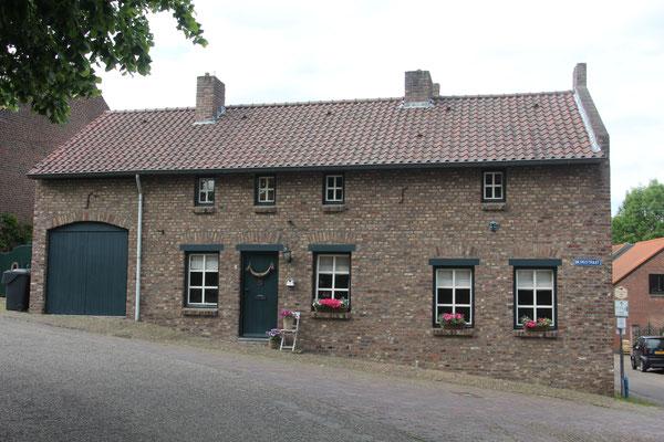 Bergstraat, voormalig winkeltje familie Wessels
