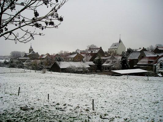 Urmond in de sneeuw, vanaf slikvijver