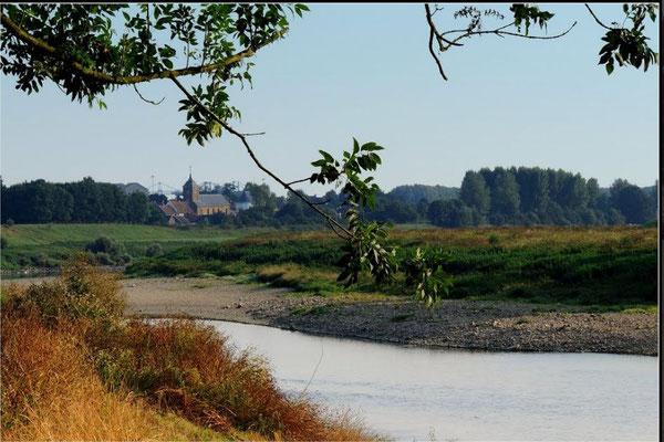 Urmond gezien vanaf Belgische Maaskant