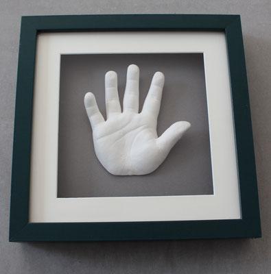 Kinderhand im Bilderrahmen