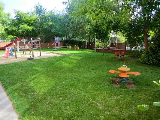 Unser Garten bietet viel Platz zum spielen und toben.