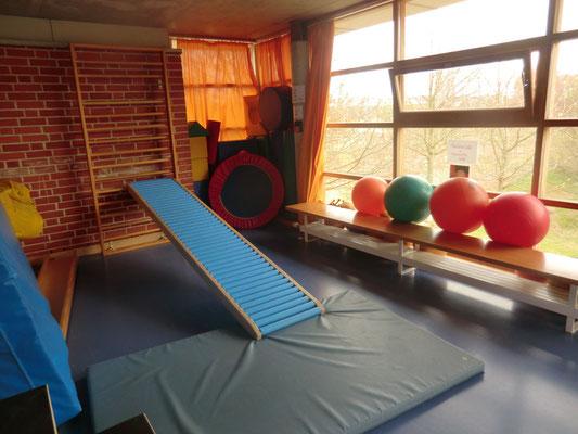 Wir haben einen eigenen Sportraum.
