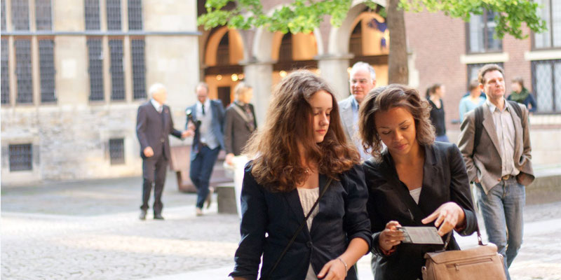 Nora Pieroth (li) und Natalie Betsi-Keusch von der bürger:sinn:company.