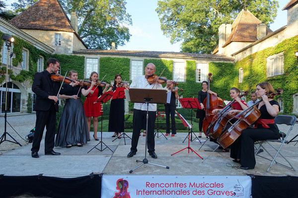 Concertpour les Rencontres musicales des Graves, dans la cour du châteauCarbonnieuxs
