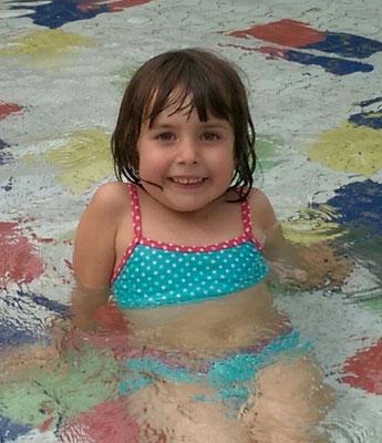 Emma (3 Jahre und 11 Monate) 06.06.2015
