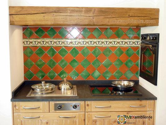 Landhaus Küche mit mexikanischen Fliesen