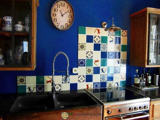 Fliesenspiegel in der Küchen mit Premium mexambiente Fliesen 11x11 cm