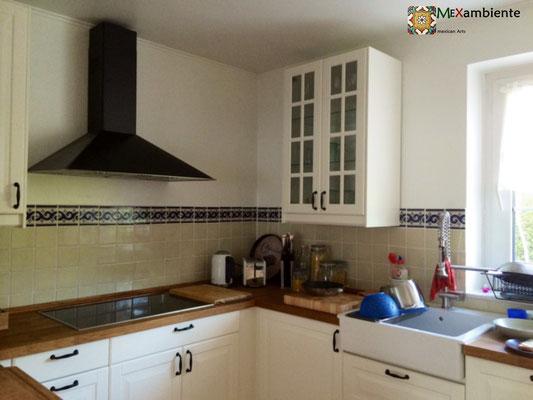 Küche mit Fliesen 11x11 Mexikanisches Weiss + Dekorfliese OC 144 (Bordüre)