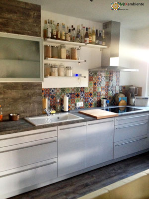 Hier eine tolle Küche mit Fliesen im Format 10x10 cm von Mexambiente