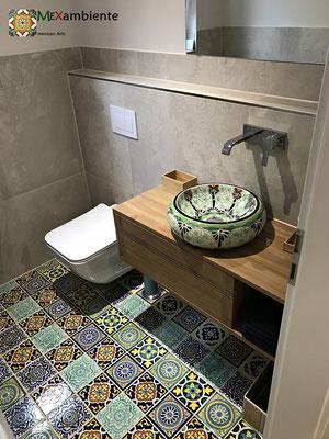 Gäste Toilette mit Waschbecken Donna Pasion und Fliesen ca.15x15 cm Premium aus Mexiko