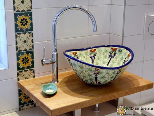 Bad mit Fliesen 11x11 plus Aufsatzwaschbecken MEX7 Pasion