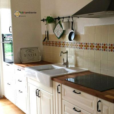 IKEA Küche mit unseren Premium mexikanischen Fliesen (weiss uw1 + Dekor OC 101)