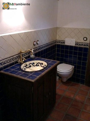 Badezimmer im rustikal stil mit mexikanischen Fliesen & Waschbecken von Mexambiente