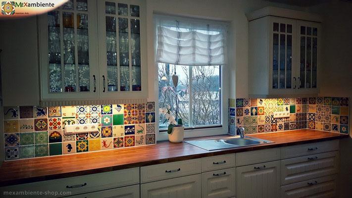Bunter Fliesenpiegel in der Küche mit Mexambiente Premium Mexiko Fliesen