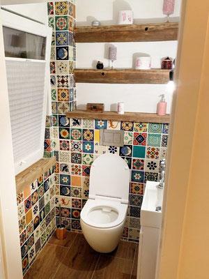 Bunte Toilette mit unseren Mexiko-Fliesen ca. 11x11 cm  Premium