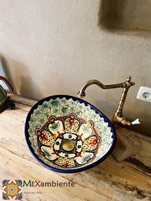 Aufsatzwaschbecken oval MEX7 Cancun auf einem rustikalen Holzwaschtisch