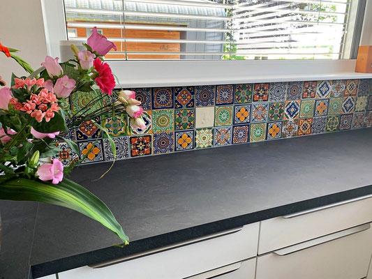Beispiel  - Küche mit unseren rustikalen Fliesen ca. 10x10 cm