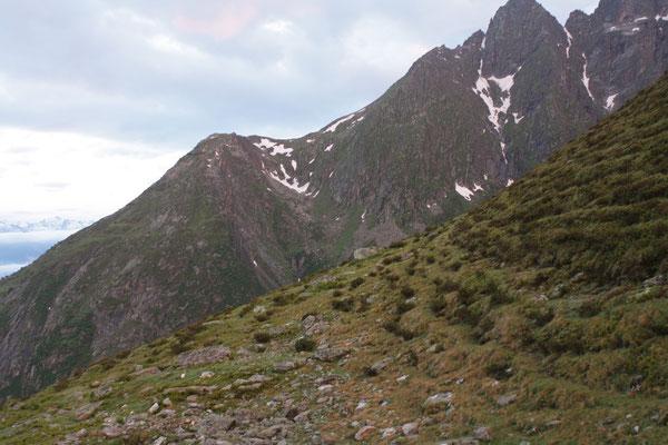 Blick hinüber zum Fundgebiet Metahorns, Val Punteglias, GR