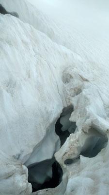 ... und der Bergschrund erschweren häufig den Zugang.