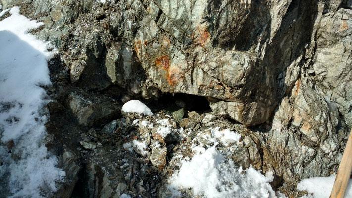 Am Gletscherrand zeigt sich eine offene Zerrkluft