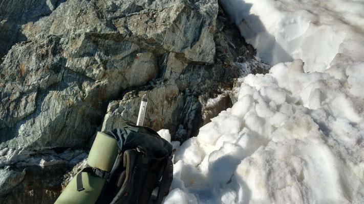 Die Schneemengen bei der alten Fundstelle waren noch zu gross. Aber dadurch war ein steiles und normalerweise steinschlaggefährdetes Gelände gut zugänglich