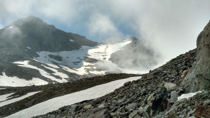Langsam zeigen sich die noch stark schneebedeckten Firnfelder.