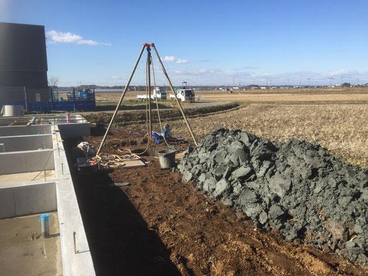 めったに見られない「掘り井戸」の施工風景