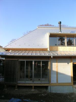 厚板の大屋根