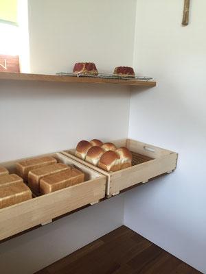 開店前の様子 山形食パンが焼き上がりました